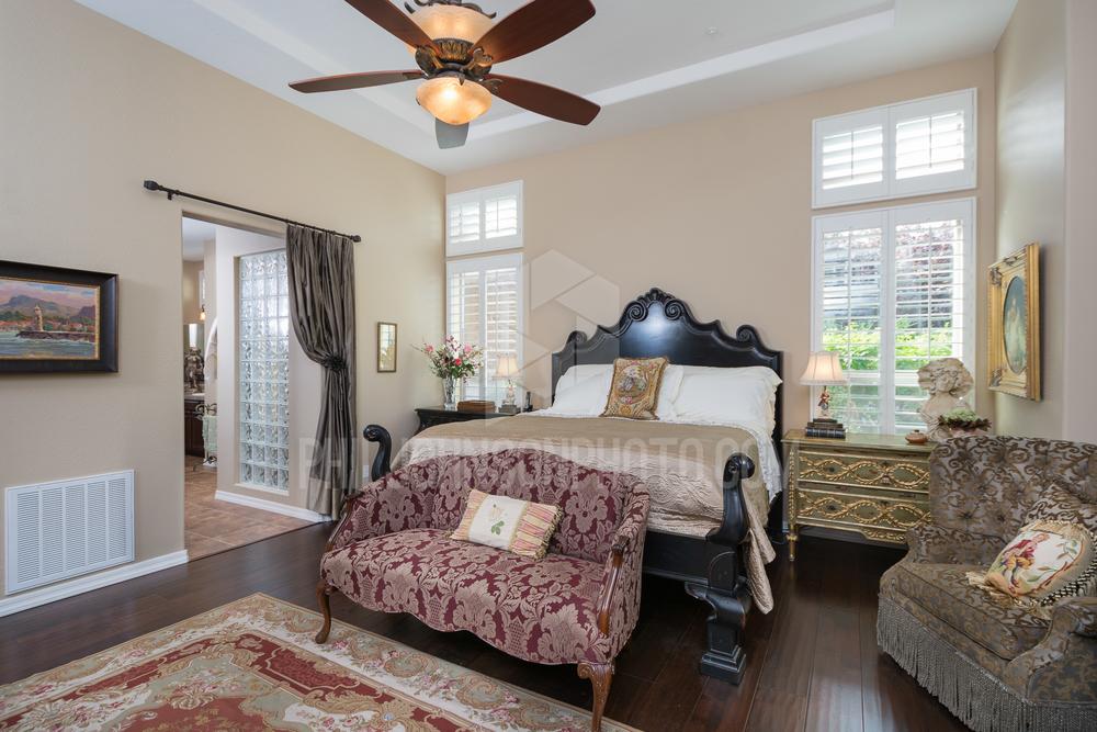 23- MASTER BEDROOM.jpg
