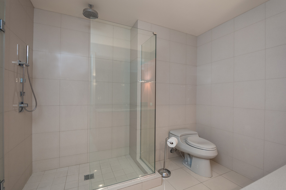 08- BATHROOM.jpg