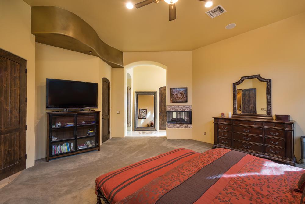 21- Master Bedroom.jpg