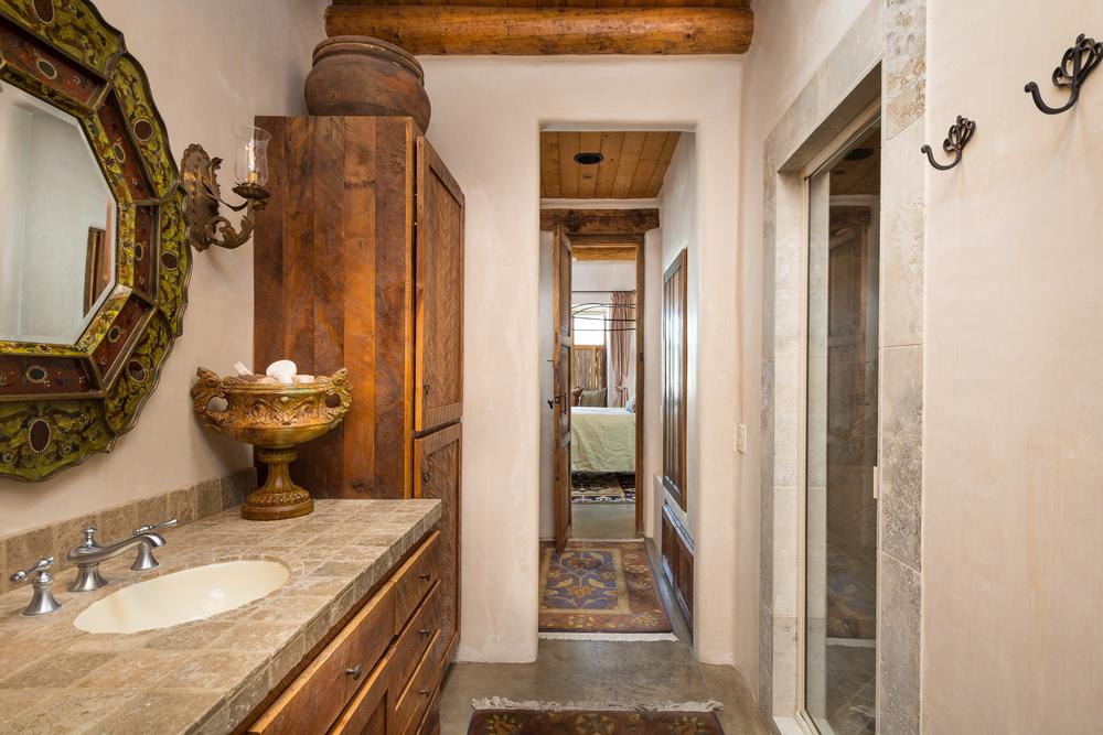 20- Guest Bath.jpg