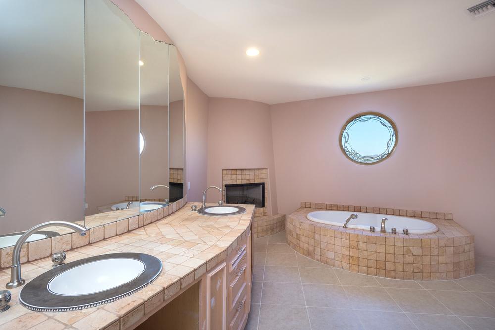 28- Master Bath.jpg