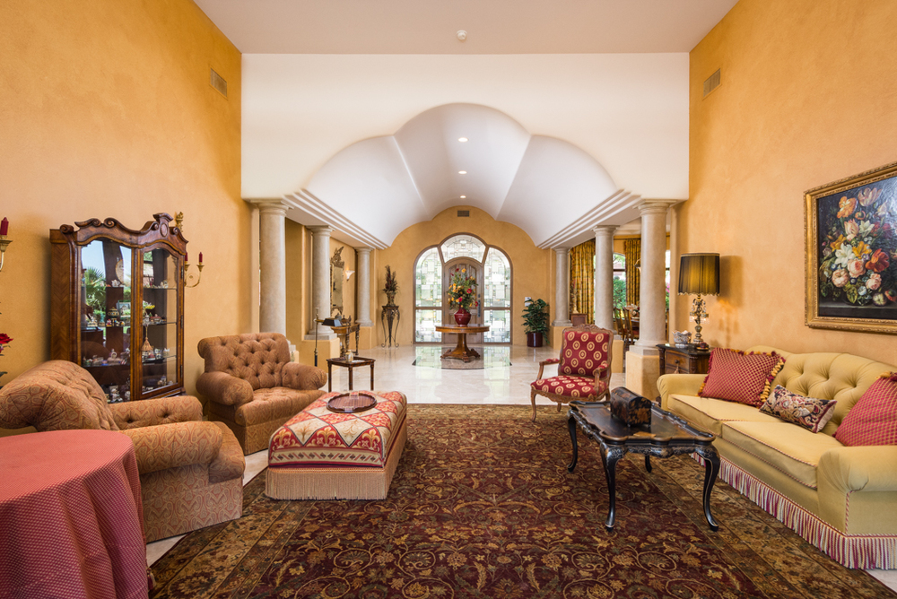 05- Living Room to Entry.jpg