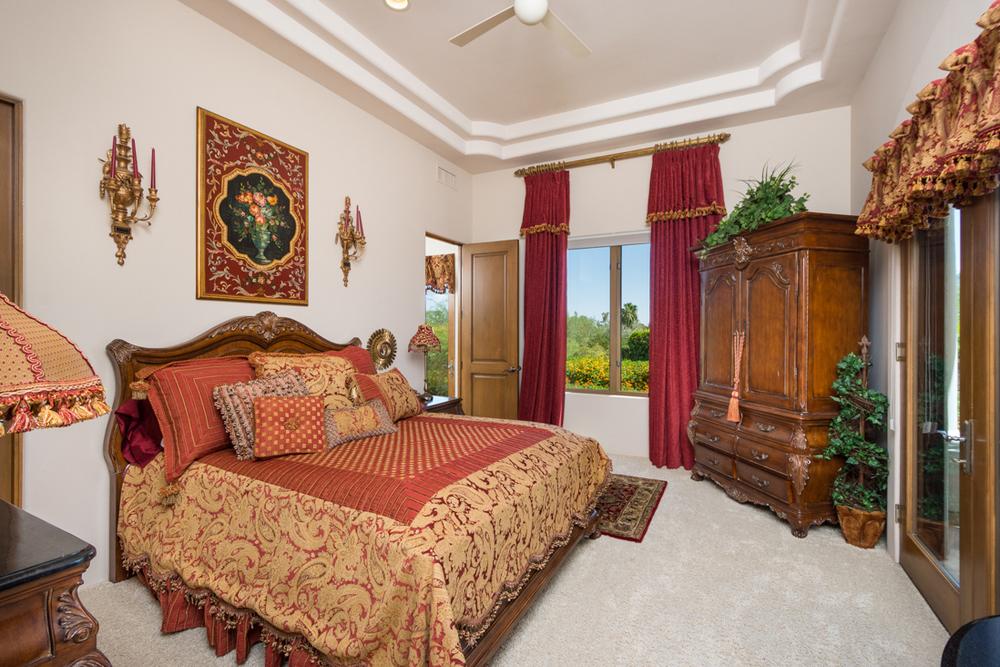 44- Bed 2 Suite.jpg