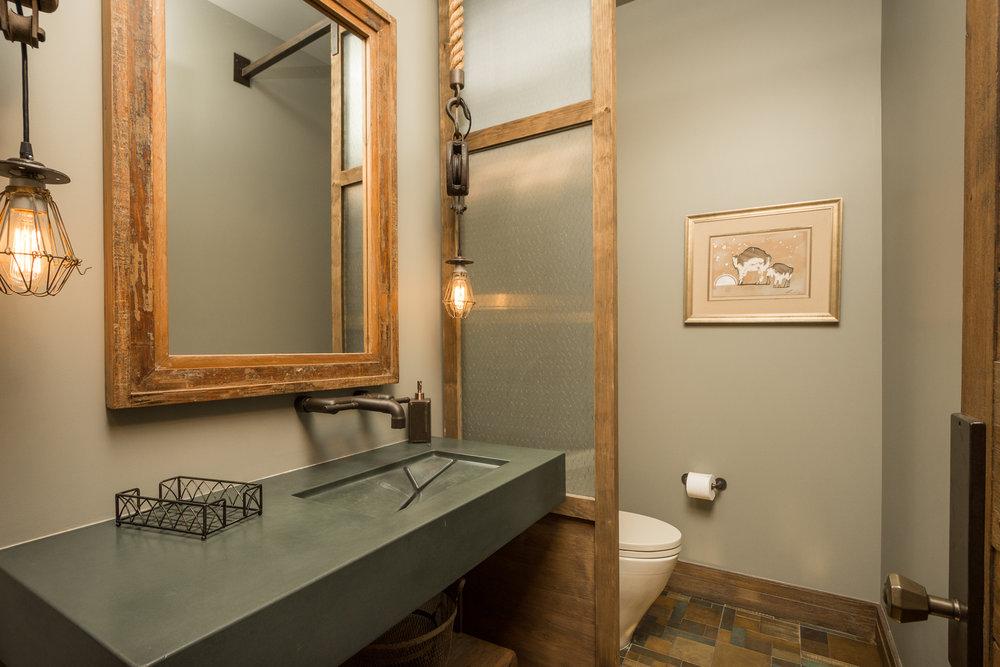 38- Guest Bath.jpg