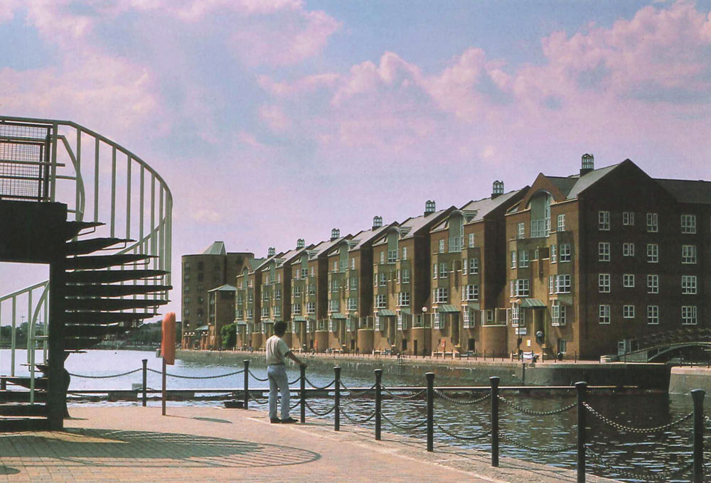 FINLAND QUAYS, LONDON – Housing project that is a re-interpretation of the linked mansion blocks characteristic of south London.