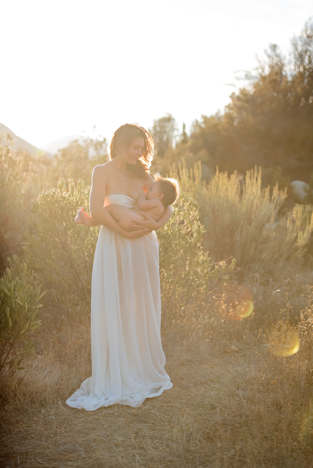 Beautiful breastfeeding images in nature | nursing photographer