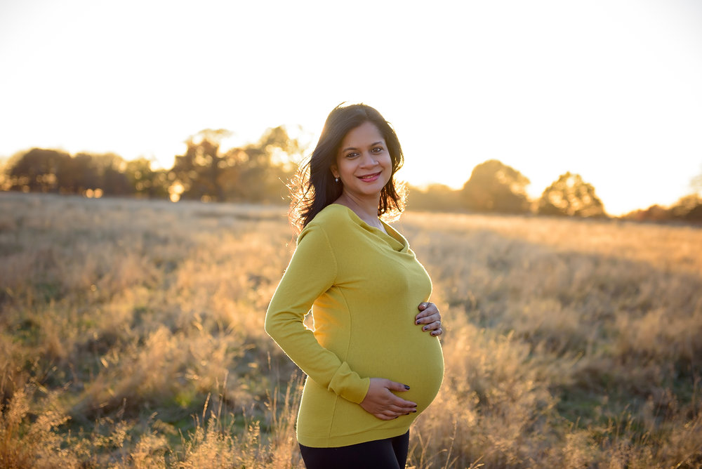 Sunset maternity photos in London