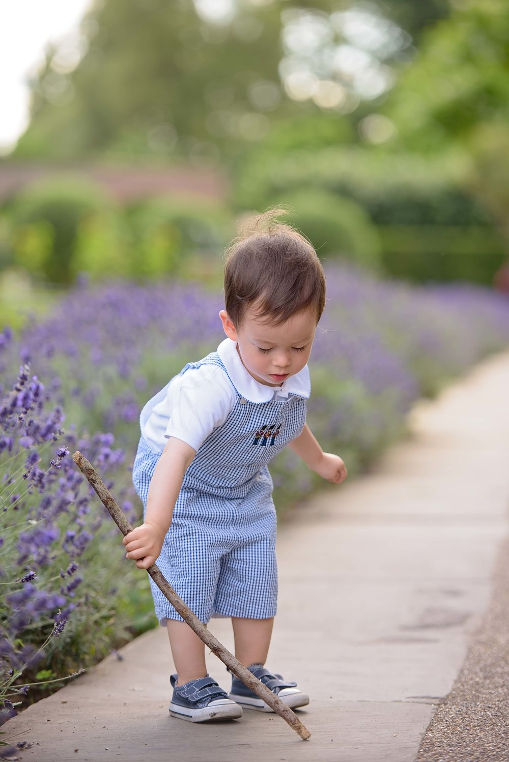 how to photograph toddlers outdoors