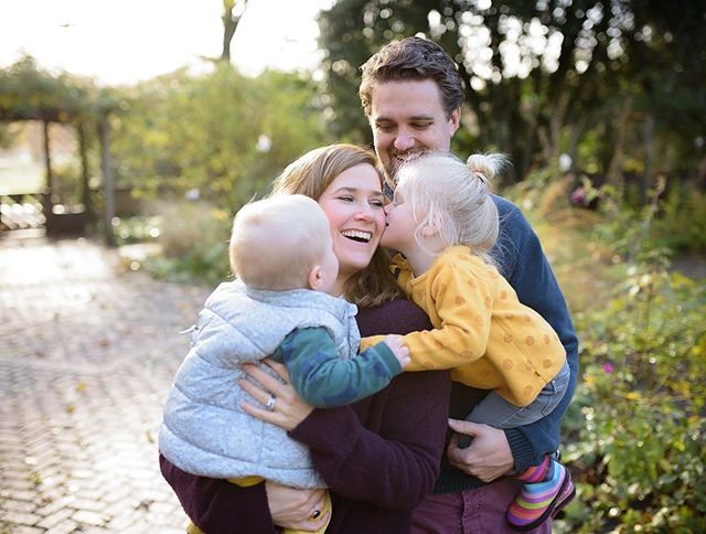 Loving all these autumnal tones! #whattowearforfamilyphotos #autumn #motherhood #savouringtheseason