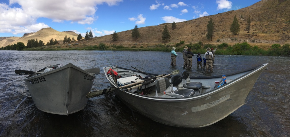 Family fly fishing lessons drift boat trip near bend for Fishing lessons near me