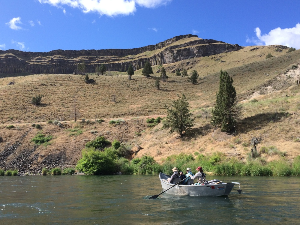 Drift boat fly fishing trip in Central Oregon