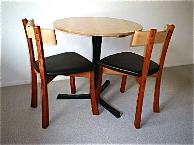 Cafe table w/chairs