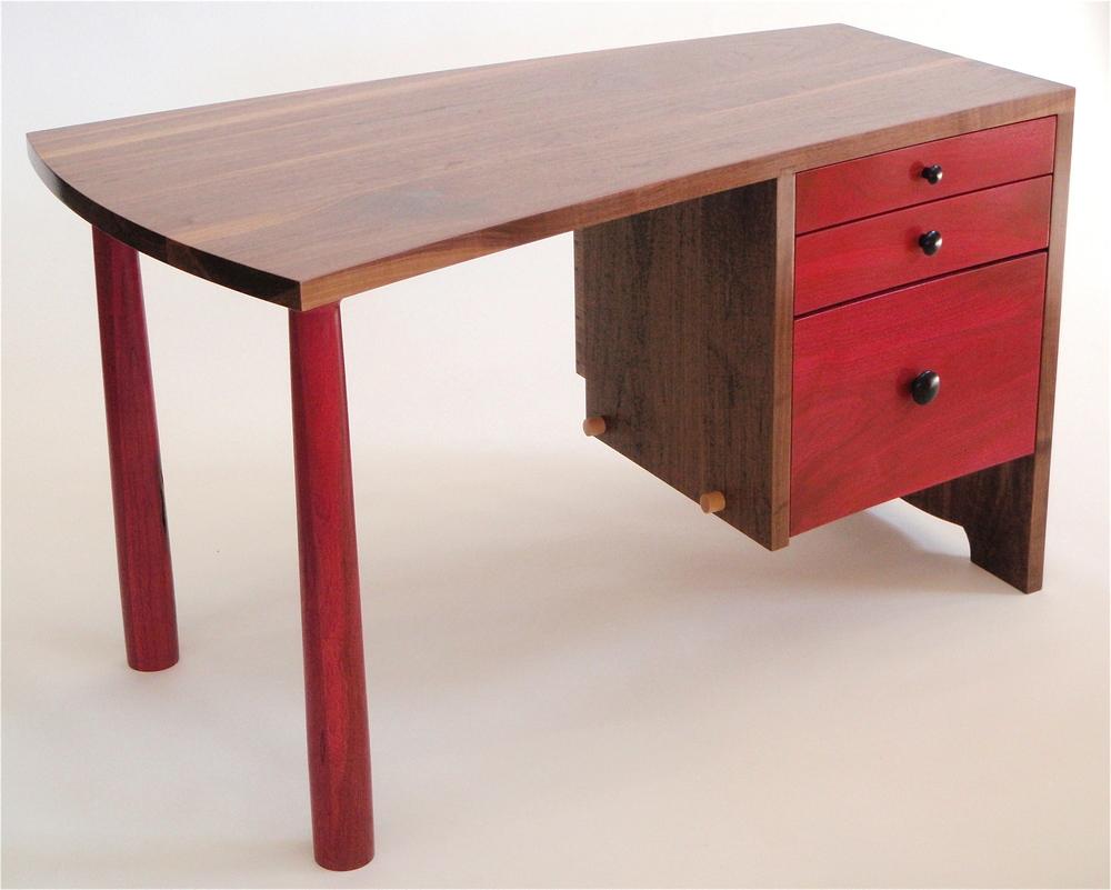 Tairone desk, V2.