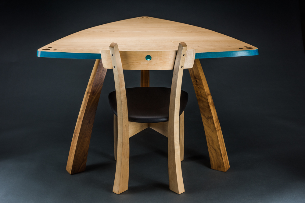 Triangle table w/chair