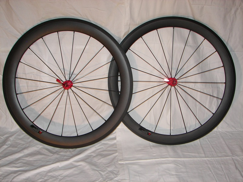 50mm (left) and 60mm (right) carbon clinchers