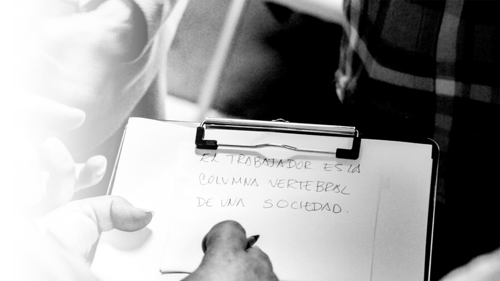 """""""¿Que es la imagen que representa al trabajador como la persona mas importante de nuestra sociedad?"""" - Yadira de la Riva"""