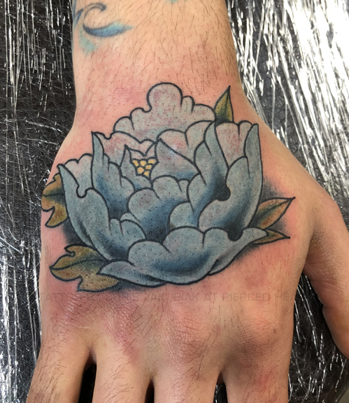 CHRIS_flower_hand_01.jpg