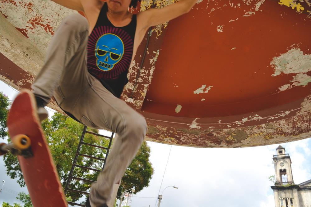 I put my camera on the ground so they could jump above it. Thanks to them, they didn't break it. //Puse mi cámara en el suelo así que podían saltar arriba de esa. Gracias a ellos que no la rompieron. :)