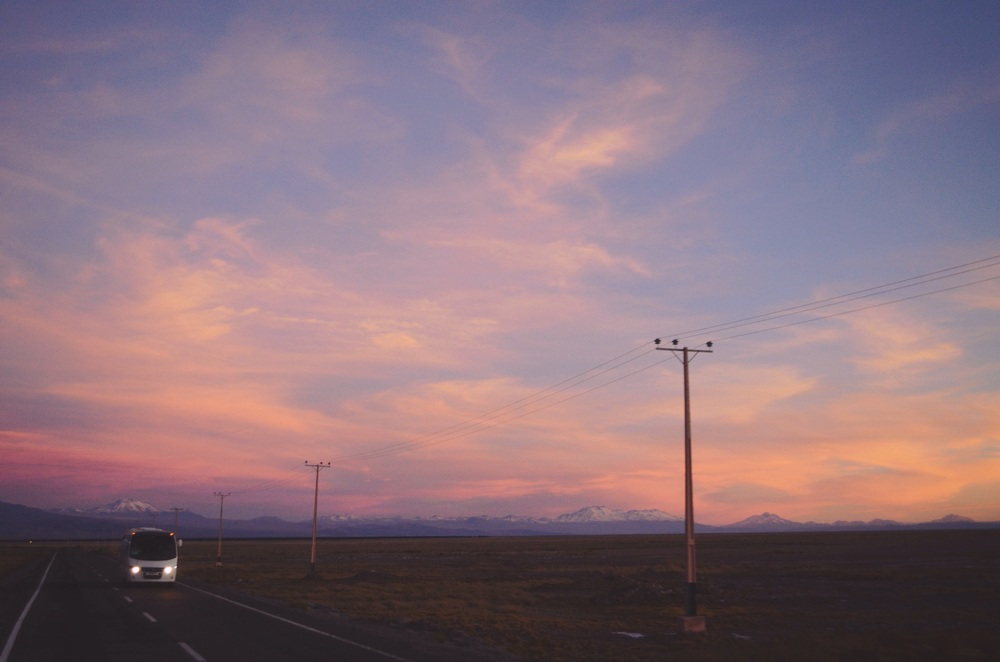 Ride back to San Pedro de Atacama...it was beautiful to see the colors changing as the sun went down // 17 april 2015