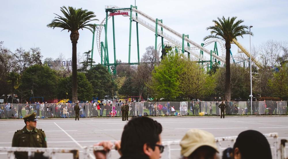 Fantasilandia, Santiago's amusement park, in the background of the parade