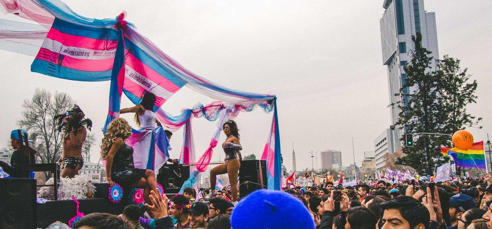 The float for MOVILH,  el Movimiento de Integración y Liberación Homosexual , or the Movement of Homosexual Integration and Liberation.