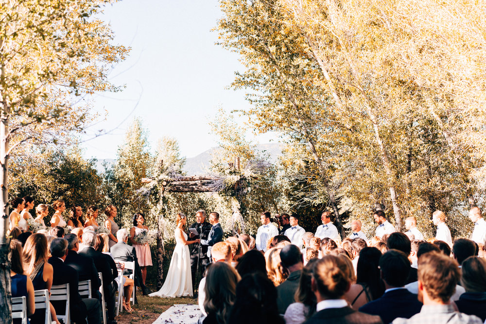 www.thestyledsoiree.com | Photo: Chandler Kim | Private Ranch wedding venue in Buena Vista, Colorado
