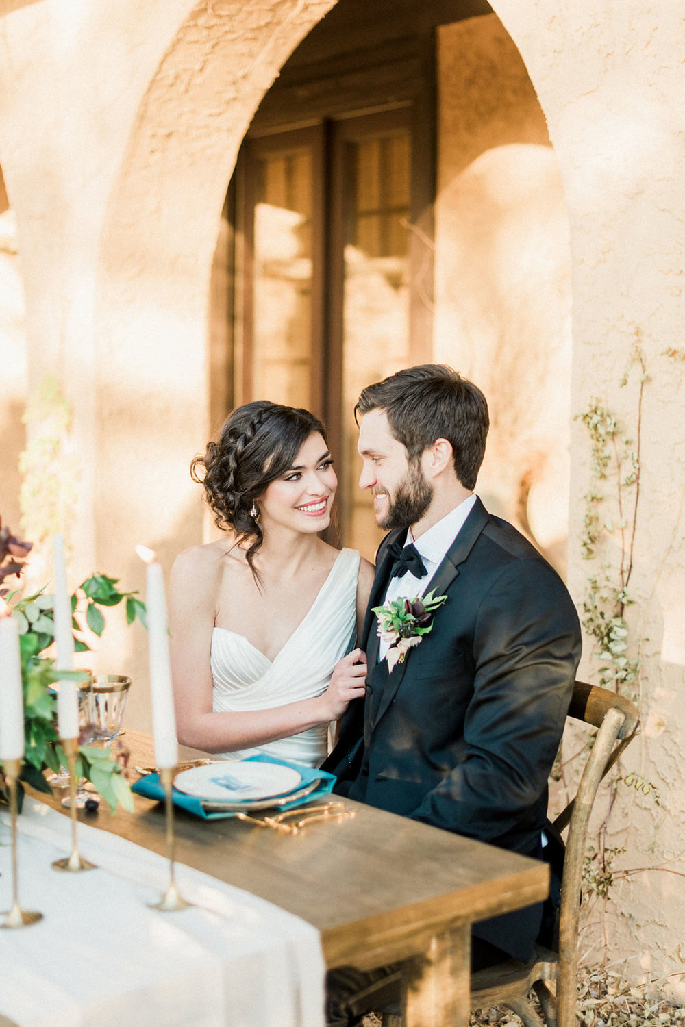 www.thestyledsoiree.com | Photo: Decorus Fine Art Photography | Villa Parker wedding inspiration | Colorado Wedding Planner