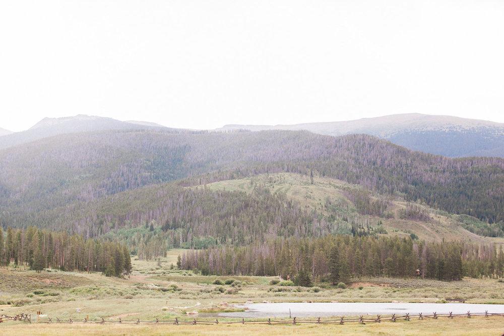 Sophisticated-Devils-Thumb-Ranch-Wedding-Colorado-8.jpg