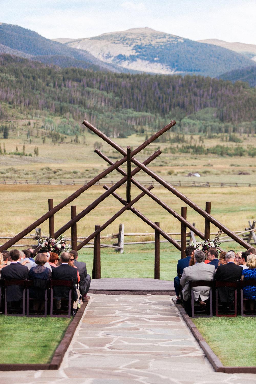 Sophisticated-Devils-Thumb-Ranch-Wedding-Colorado-10.jpg