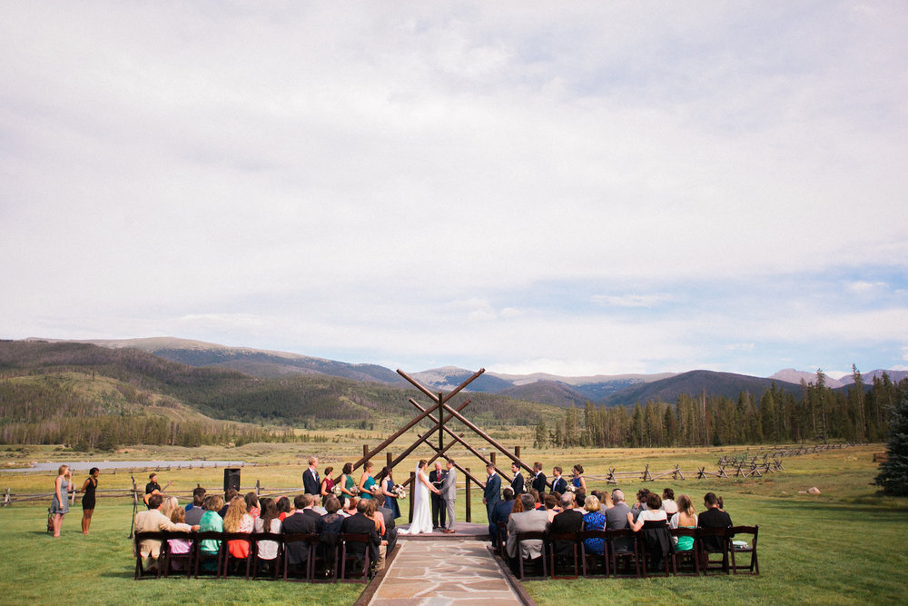 Sophisticated-Devils-Thumb-Ranch-Wedding-Colorado-11.jpg