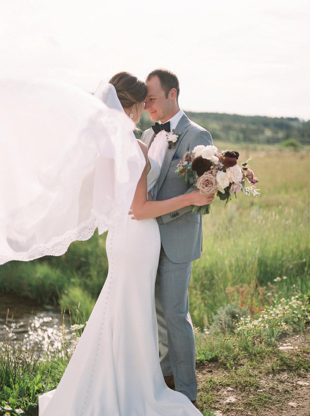 Sophisticated-Devils-Thumb-Ranch-Wedding-Colorado-19.jpg