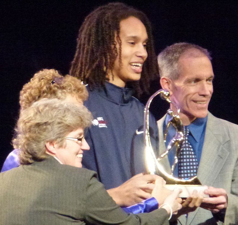 Britney Griner (center) accepting the Wade Trophy.