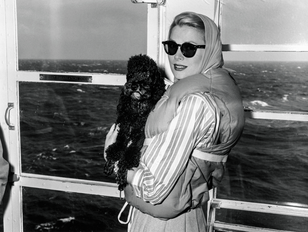 © The Stylish Life - Yachting, published by teNeues, www.teneues.com. Grace Kelly in Lifejacket, Photo © Bettmann/CORBIS.