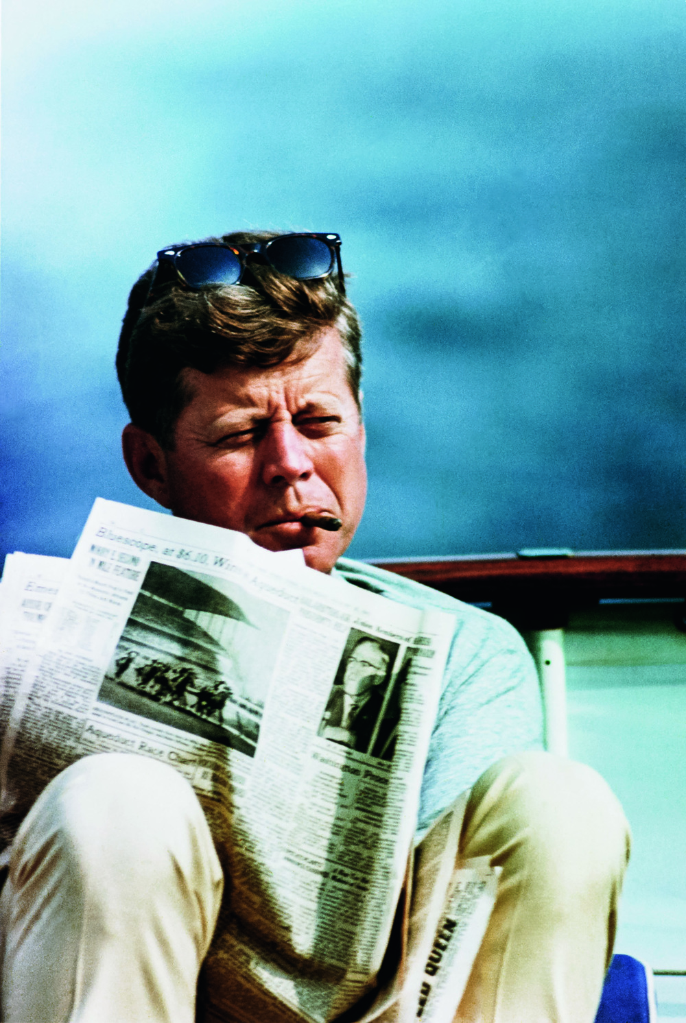 © The Stylish Life - Yachting, published by teNeues, www.teneues.com. John F. Kennedy with Newspaper and Cigar, Photo © CORBIS.