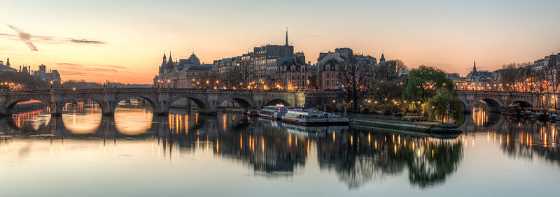 The sun also rises: Île de la Cité as seen from the Pont des Arts