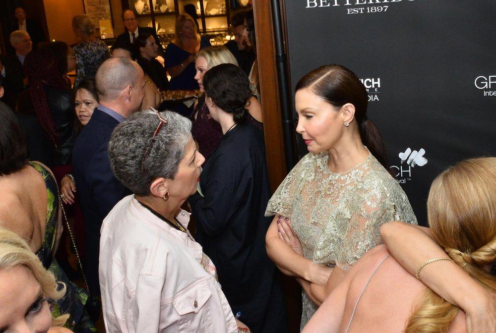 Talking with Ashley Judd on the red carpet of the Greenwich International Film Festival. Photo by Bob Rozycki.