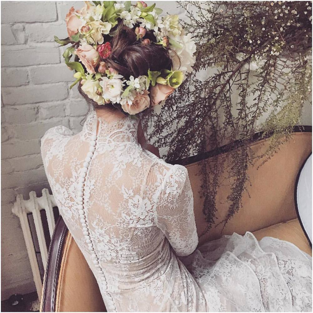 Wow, just wow…. The 🌸🌿🌸 perfection and the details of the gown and buttons oh my…in love…Happy Friday! @kaylabarkerphoto and @bowsandarrowsflowers #tatyanamerenyuk #fashion #style #stylish #cute #hair #beauty #beautiful #pretty #design #dress #wedding #weddingdress #bohochick #boho #whitedress #weddinginsporation #lace #bohemianwedding #bride #nycdesigner #brooklynbride #bridalinspiration #bridaldress #whimsy #flowers