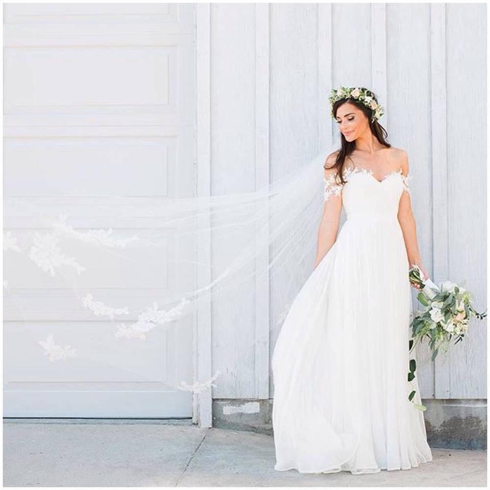My Stunning #realbride Kate 😍 wowzer! In her Marlene Gown…Repost from @joellejulian talk about a happy Friday! #tatyanamerenyuk #tatyanamerenyukbridal #fashion #style #stylish #cute #tatyanamerenyukbridal #hair #beauty #beautiful #pretty #design #bridaldress #dress #wedding #weddingdress #bohochick #boho #whitedress #weddinginsporation #lace #bohemianwedding #bride #nycdesigner #brooklyndesigner #bridal #brooklynbride #californiabride