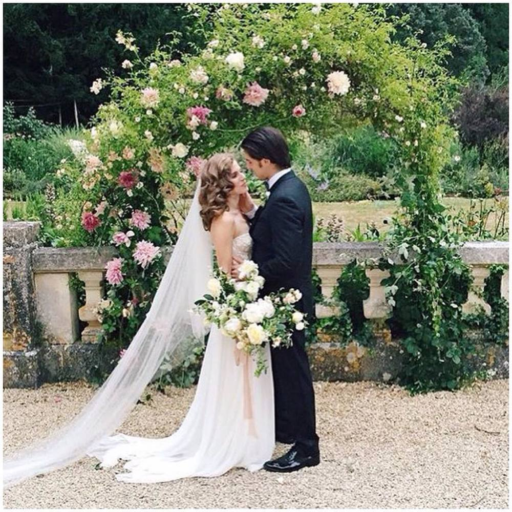 When in France 💕💕💕 repost from @annatereshinaphoto #tatyanamerenyuk #tatyanamerenyukbridal #fashion #style #stylish #cute #tatyanamerenyukbridal #hair #beauty #beautiful #pretty #design #bridaldress #dress #wedding #weddingdress #bohochick #boho #whitedress #weddinginsporation #lace #bohemianwedding #bride #nycdesigner #brooklyndesigner #bridal #frenchbride