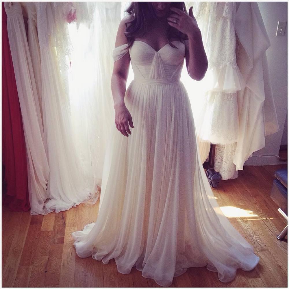 Hello gorgeous 😍 fitting to perfection… Ivory beauty… Hugging in all the right curves… #tatyanamerenyuk #tatyanamerenyukbridal #fashion #style #stylish #cute #tatyanamerenyukbridal #hair #beauty #beautiful #pretty #design #bridaldress #dress #wedding #weddingdress #bohochick #boho #whitedress #weddinginsporation #lace #bohemianwedding #bride #nycdesigner #brooklyndesigner #bridal #brooklynbride