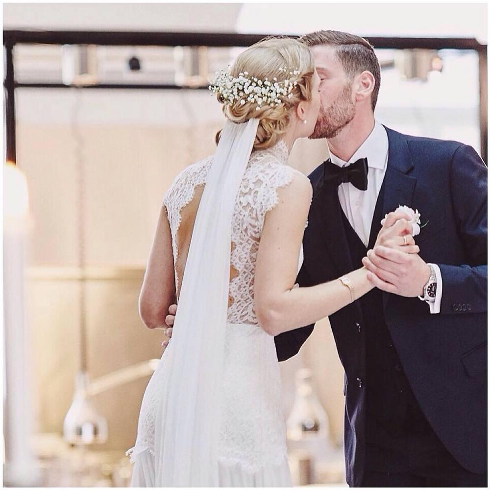 Love me some sexy open backs like my #realbride Ingrid 😍… #tatyanamerenyuk #tatyanamerenyukbridal #fashion #style #stylish #cute #tatyanamerenyukbridal #hair #beauty #beautiful #sexyback #pretty #design #bridaldress #dress #wedding #weddingdress #bohochick #boho #whitedress #weddinginsporation #lace #bohemianwedding #bride #nycdesigner #bridal