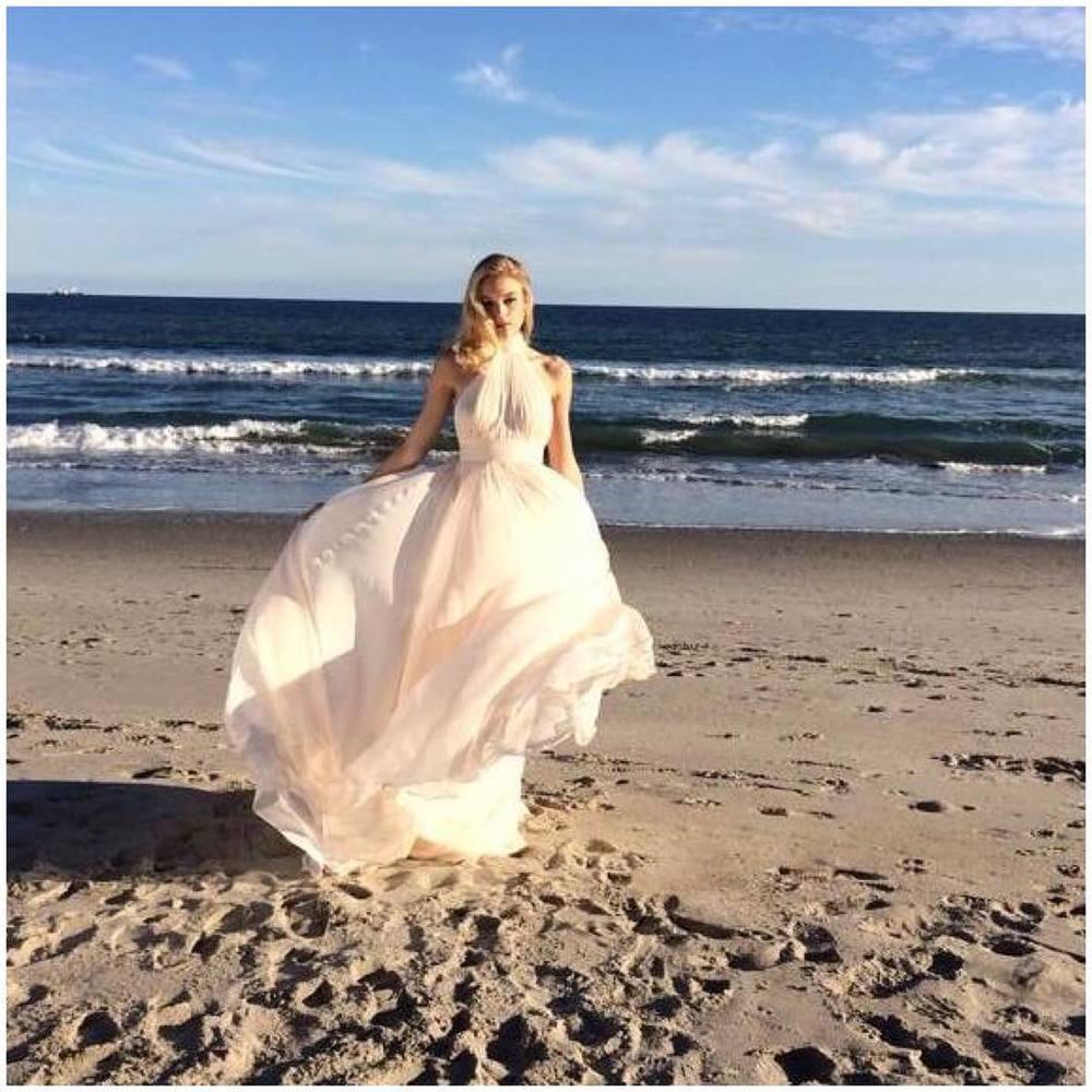 Have a beautiful sunny Friday! ✨✨✨#tatyanamerenyuk #tatyanamerenyukbridal #fashion #style #stylish #cute #tatyanamerenyukbridal #hair #beauty #beautiful #instagood #pretty #design #bridaldress #dress #wedding #weddingdress #bohochick #boho #whitedress #weddinginsporation #lace #bohemianwedding #bride #nycdesigner #californiabride #bridal #californiawedding