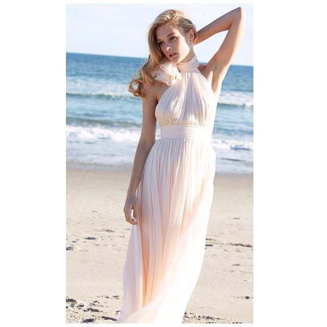 Have a lovely Sunday!☀️#tatyanamerenyuk #tatyanamerenyukbridal #bohobride #boho #bohemian #bohochick #bohemianwedding #wedding #weddingdress #weddinginspiration #bride #fashion #dress #whitedress #nycdesigner #bridaldress #beach #model #nycdesigner