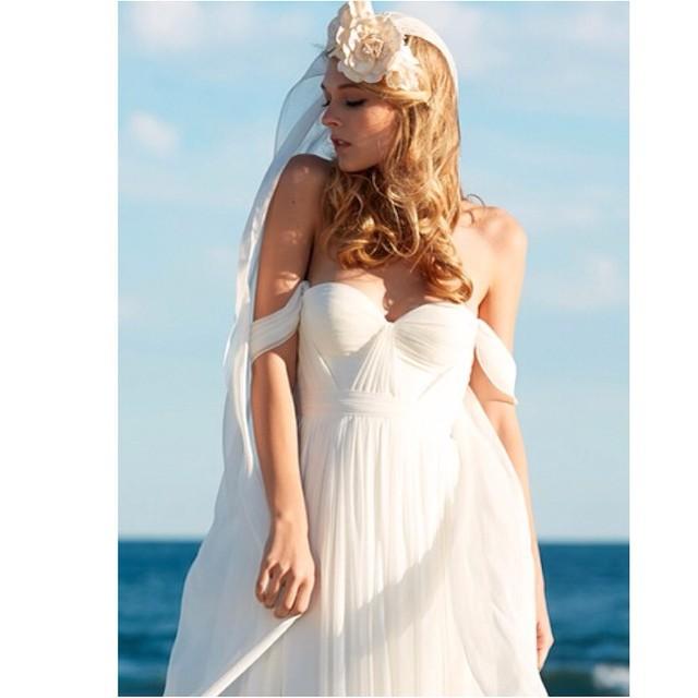 My golden goddess @kylieastew ☀️wearing my signature gown☀️#tatyanamerenyuk #tatyanamerenyukbridal #bohobride #boho #bohemian #bohochick #bohemianwedding #wedding #weddingdress #weddinginspiration #bride #fashion #dress #whitedress #nycdesigner