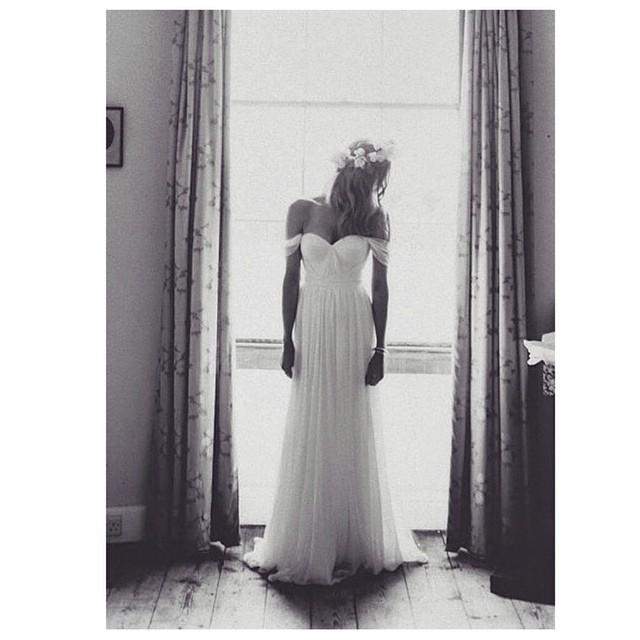 Beautiful capture if my gorgeous bride… New works to come this Sunday… #tatyanamerenyuk #tatyanamerenyukbridal #wedding #bride #weddinginspiration #bridal #weddingdress #bohobride #bohemian #bihochick #whitedress #fashion #dress #nycdesigner