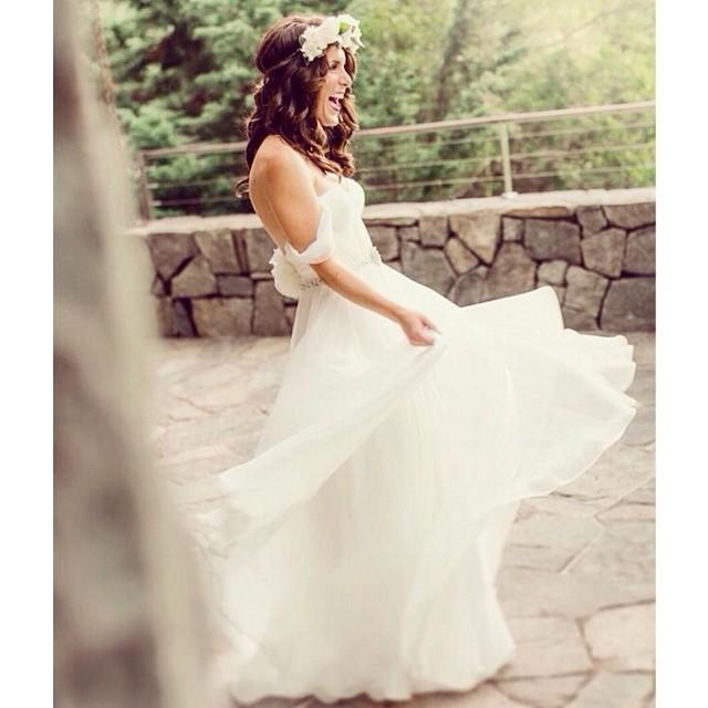 Loving the bohemian Vibe in my gorgeous bride Gina❤️ #tatyanamerenyukbridal #wedding #whitedress #weddingdress #weddinginspiration #boho #vintagewedding #bride #bohemian #bohobride #bohochick #beutiful #fashion #flowers #dress #handmade