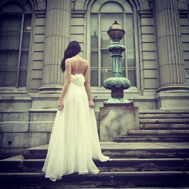 Happy Friday! #tatyanamerenyukbridal #tatyanamerenyukdesigns #weddingdress #weddinginspiration #model #wedding #dress #fashion #bohobride #boho #style #pretty #photooftheday