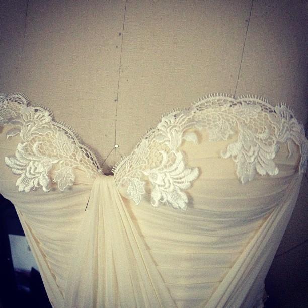 Its all in the detail❤❤❤ #bride #bridal #lace #dress #fashion #tatyanamerenyuk #reddollbytm