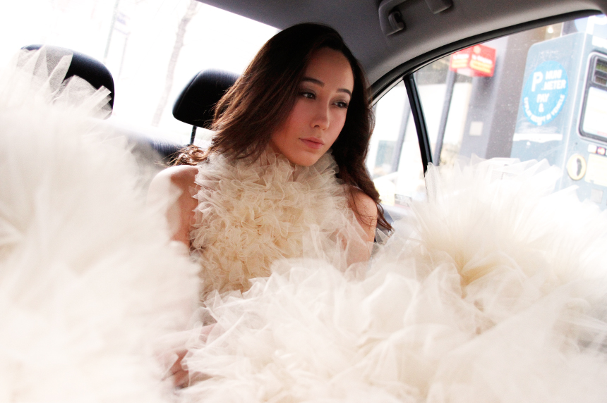 Angelica Hernandez, blogger of Vivir Moderno in my dress in NYC Taxi, just love it!