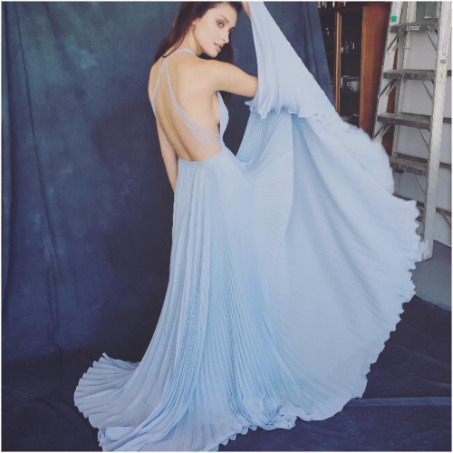 Happy Friday! Something a little different today, fashion shoot with the newest Blue Creation 💙💙💙 pleated to perfection… Cant wait to show new work next year! Behind the scenes with @nurukimondo1 @salarumariana @jonetwmakeup